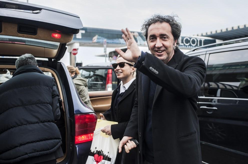 """Sorrentino, un'accoglienza da divo a Fiumicino. """"Mi fate sentire come Belen"""""""
