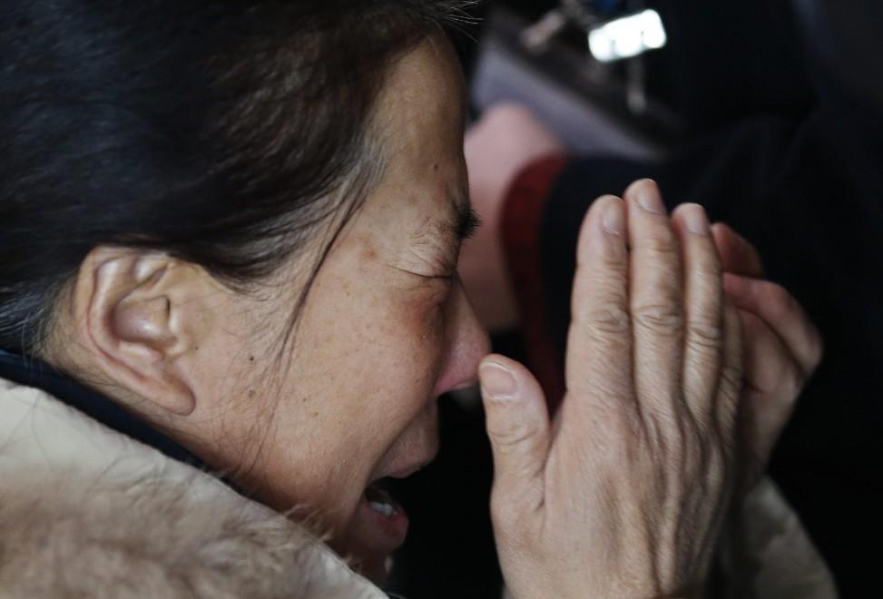 Scomparso aereo Malaysia Airlines, lo strazio dei parenti in attesa