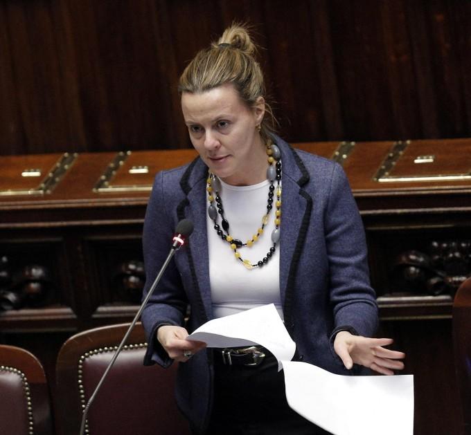 """Lorenzin: """"Mai più un caso Avastin-Lucentis e l'Agenzia del farmaco sarà riformata"""""""