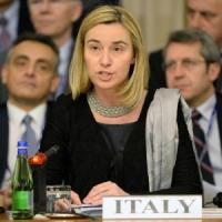 """Mogherini: """"Putin deve fermarsi. Nessuno vuole una guerra nel cuore dell'Europa"""""""
