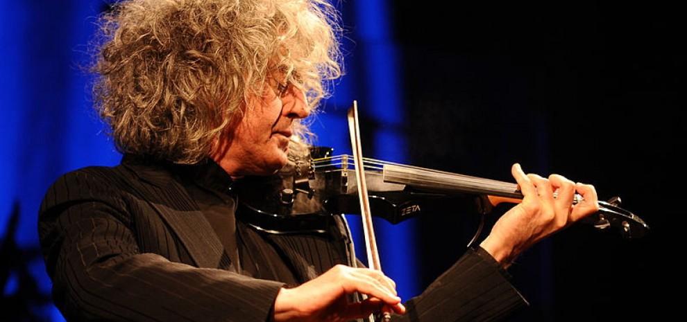"""Branduardi si racconta: """"Volevo suonare il pianoforte, poi mi mostrarono un violino..."""""""