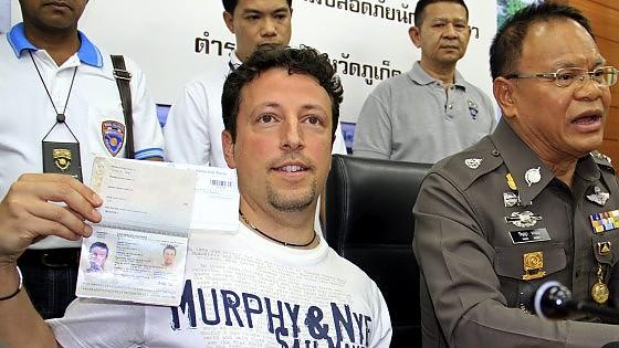 """Aereo Malaysia Airline scomparso, pista terrorismo: """"Si è disintegrato in volo"""""""
