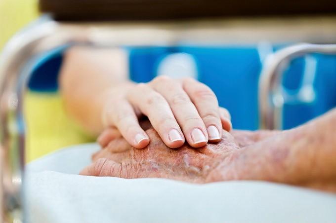 Alzheimer, sviluppato nuovo test del sangue che riesce a prevedere sviluppo malattia
