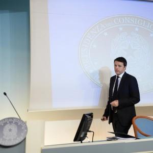 """Renzi: """"Cento giorni di lotta per cambiare l'Italia, 85 euro in più al mese per 10 milioni di italiani"""""""