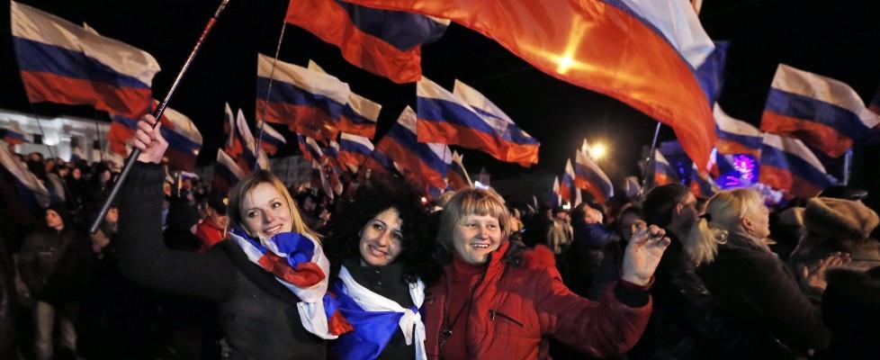 """Ucraina, la Crimea sceglie la Russia. Usa e Ue: """"Referendum illegale"""""""