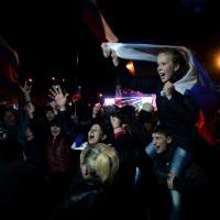 Referendum Crimea, i festeggiamenti in piazza a Simferopoli