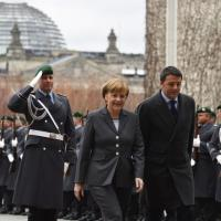 Renzi a Berlino: incontro con Angela Merkel