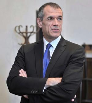 """Nel piano Cottarelli 85mila esuberi nella Pa. """"Si possono risparmiare 5 miliardi nel 2014"""""""