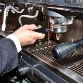 """""""Il caffè è più buono in un bar senza slot"""""""
