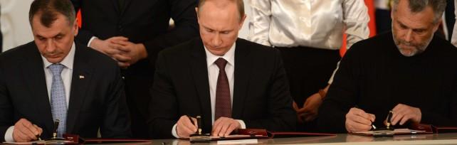 """Crimea, Putin firma l'annessione a Russia   video   Parigi: """"Mosca sospesa dal G8""""   video     liveblog"""
