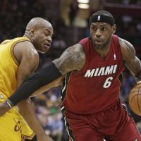 Basket, Nba: LeBron show, Miami espugna Cleveland