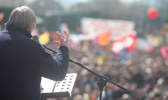 Libera in piazza sabato per le vittime delle mafie. Il Papa prega con i familiari. E in bici...