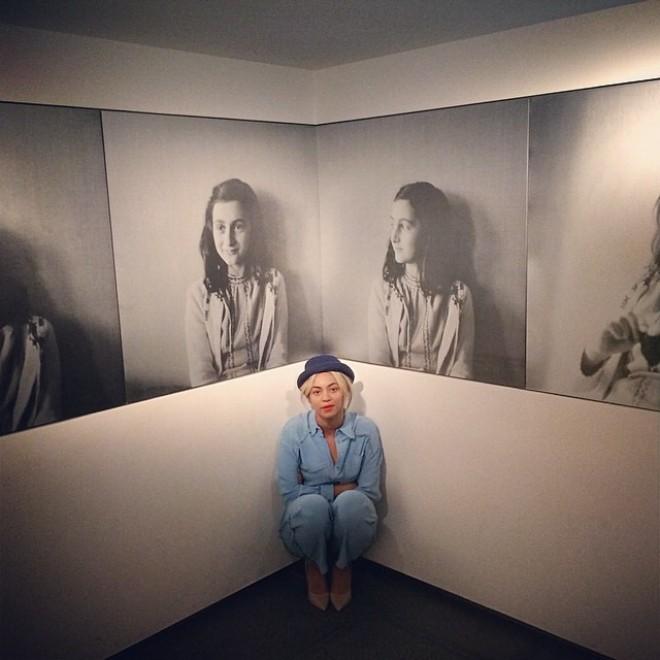Amsterdam, Beyoncé visita la casa-museo di Anna Frank