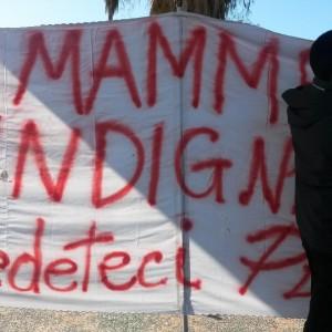 Renzi in Calabria, protesta delle mamme davanti alla scuola