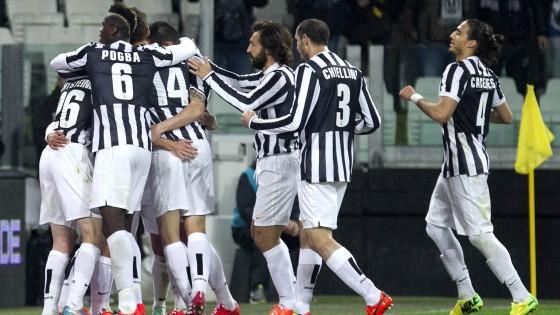 Juventus-Parma 2-1: doppio Tevez, altro record. Ma i ducali reclamano un rigore