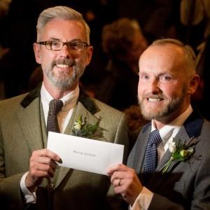 Gb: matrimoni gay, legge in vigore da mezzanotte Già celebrate le prime nozze tra coppie dello stesso sesso