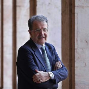 """Romano Prodi: """"Il Pd di Renzi è l'unico partito vivo, giusta la battaglia contro i no tedeschi"""""""