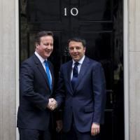 """Il premier: bisogna correre, ce lo chiede il Paese. Cameron: """"Da Renzi programma ambizioso"""""""
