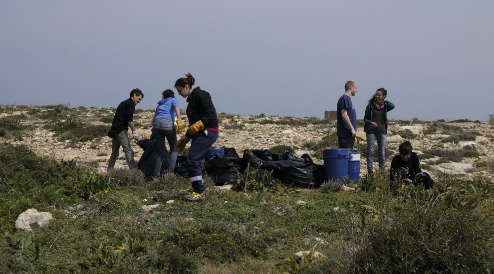 Lampedusa per l'ambiente: al lavoro per ripulire l'isola