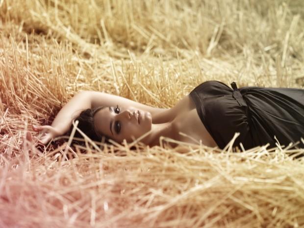 Elisa, la top model 'tutta curve' che lotta contro l'anoressia