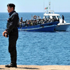 """""""Traffico controllato da 500 bande: ecco il dossier segreto dei Servizi""""  di FRANCO VIVIANO"""