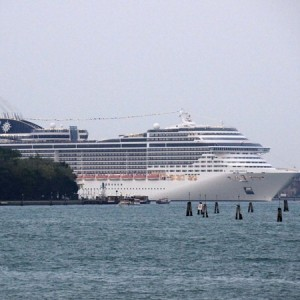 Grandi navi, polemiche dopo incidente nel porto di Venezia