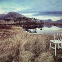 Le avventure di una sedia, compagna di viaggio e di fotografia
