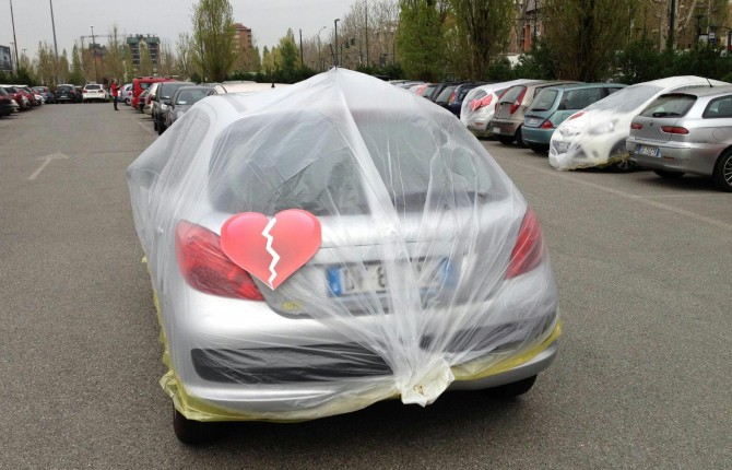 """""""Mi spezzi il cuore"""": Fiat impacchetta le auto straniere dei suoi impiegati"""""""