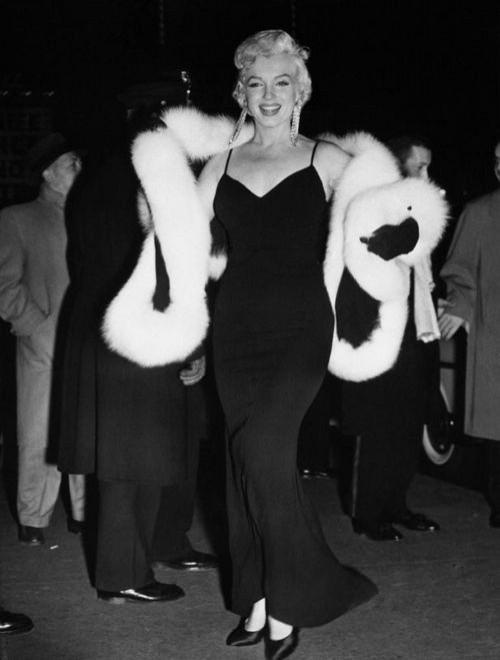 Marilyn orecchini venduti all 39 asta per 185mila dollari - Testo di casta diva ...