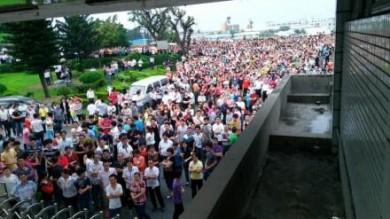 Cina, migliaia di lavoratori in sciopero  Anche grandi marchi verso la paralisi   foto