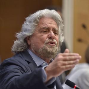 """Grillo: """"Ebrei italiani cambino comunicatore"""". Le Pen: """"Provocatore senza soluzioni"""""""
