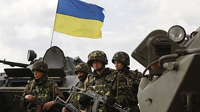 """Ucraina attacca separatisti: 4 morti -   foto   Putin alla Merkel: """"Su orlo guerra civile"""""""