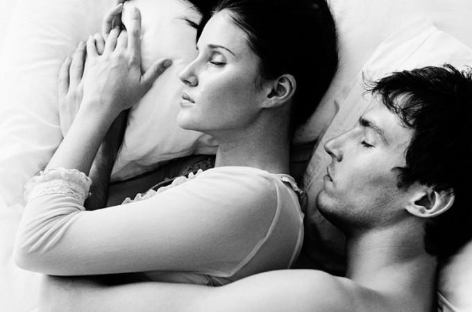 Conosciuto Così dormono le coppie: si è felici solo a contatto - Repubblica.it OF53
