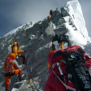 Valanga sull'Everest, morte tredici guide nepalesi