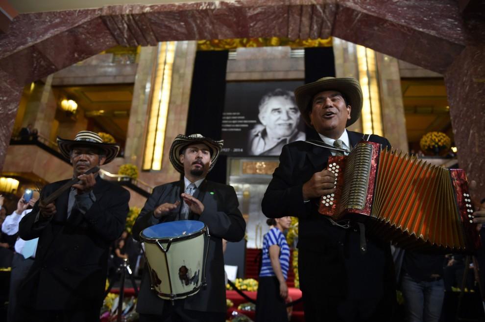 L'ultimo saluto a Marquez, in migliaia a Città del Messico