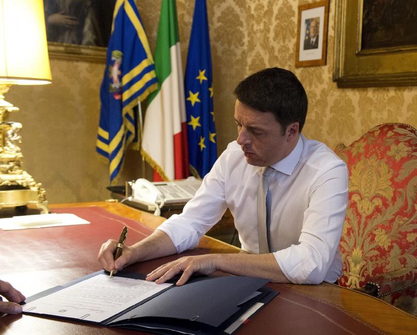 Renzi, su Flickr la firma che toglie il segreto sulle stragi