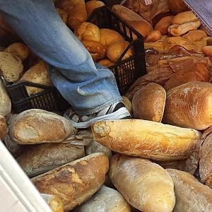 Moltiplicato e buttato via: lo scandalo quoditiano del pane