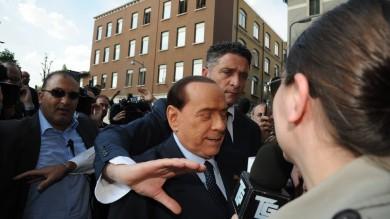 """Berlusconi affidato ai servizi sociali   foto    """"Nessun problema per campagna""""   video"""