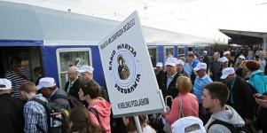 L'organizzazione: un esercito di volontari, milioni di fedeli