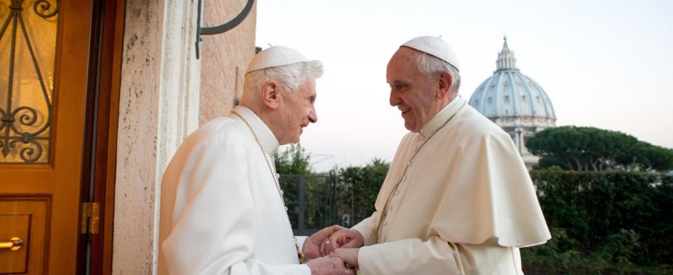 Roma pronta alla canonizzazione dei due Papi: Ratzinger concelebrerà con Bergoglio