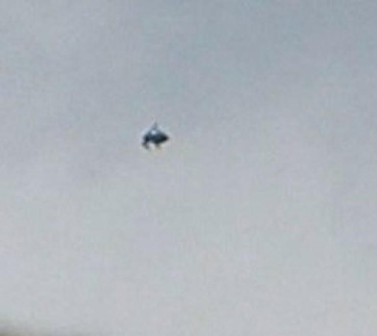Mistero nei cieli di Londra: ''Un ufo a forma di squalo''