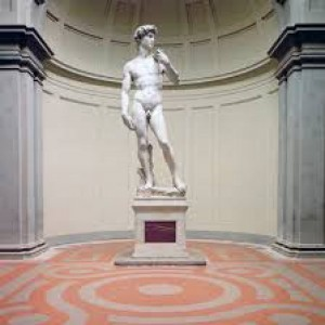 David di Michelangelo, le micro-fratture sulle gambe che compromettono la stabilità