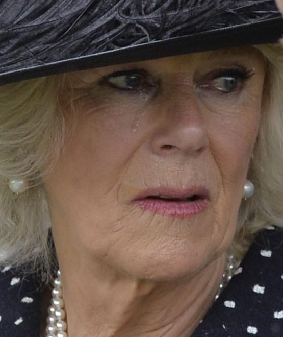 Londra, le lacrime di Camilla al funerale del fratello