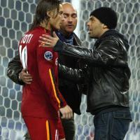 Il derby di Roma del 2004 interrotto dagli ultrà