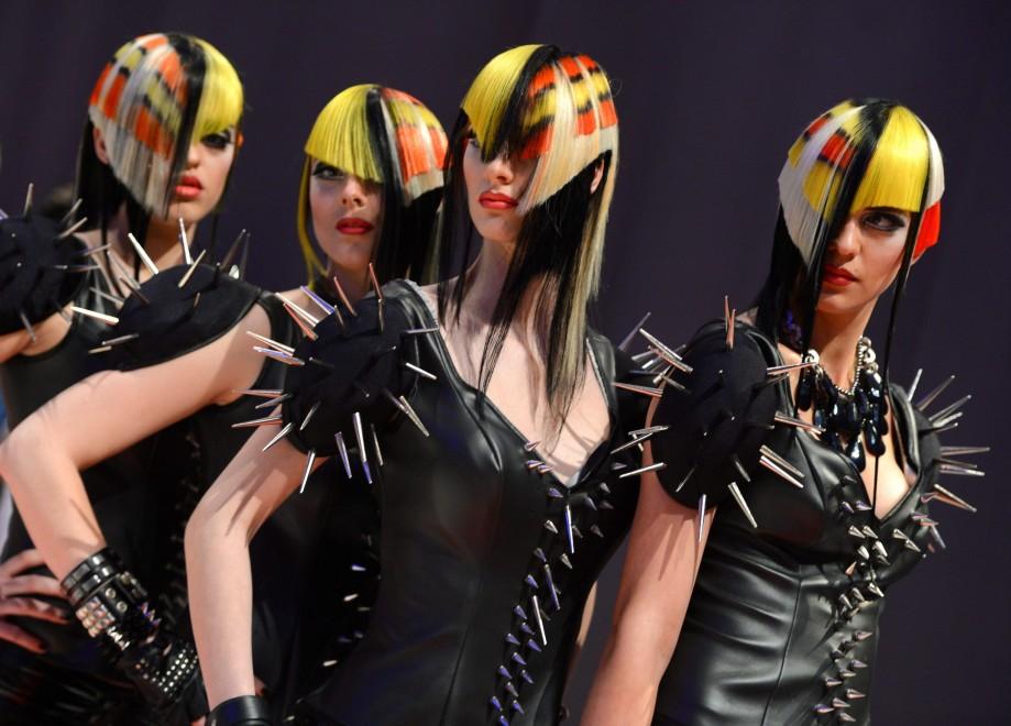 Germania, al mondiale dei parrucchieri: l'opera d'arte è in testa