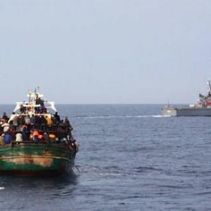 """Libia: affonda barcone con migranti, 40 morti. Tripoli: """"Aiuto dalla Ue o faciliteremo il loro passaggio"""""""
