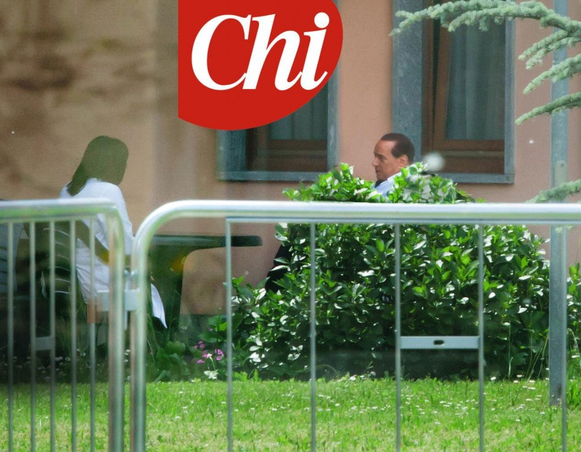 Berlusconi in camice a Cesano Boscone: la foto su 'Chi'