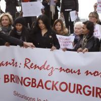 """Parigi, le ex """"premiere dame"""" in marcia per le ragazze nigeriane"""