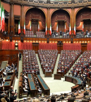 """Sì della Camera, il dl Lavoro è legge. Poletti: """"Ora imprese assumano senza preoccupazioni"""""""