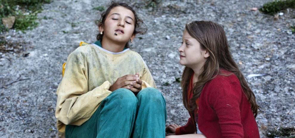 """Cannes e """"Le meraviglie"""", la vita fuori dal mondo della ragazzina che sussurra alle api"""